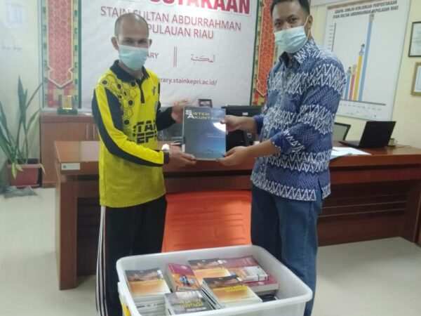 Realisasi MoA :: Perpustakaan STAIN Kepri dan Perpustakaan UMRAH Pinjam Pakai Buku