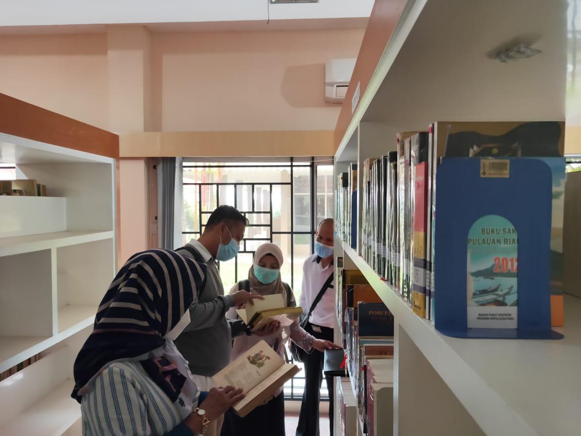 Mendampingi Tim dari Perpustakaan Nasional Ke Dinas Perpustakaan dan Kearsipan Provinsi Kepri